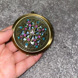 Small embrodered pocket mirror vanity 